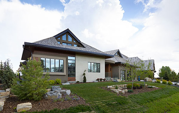 Linetec finishes Loewen windows for Canada's Windermere House