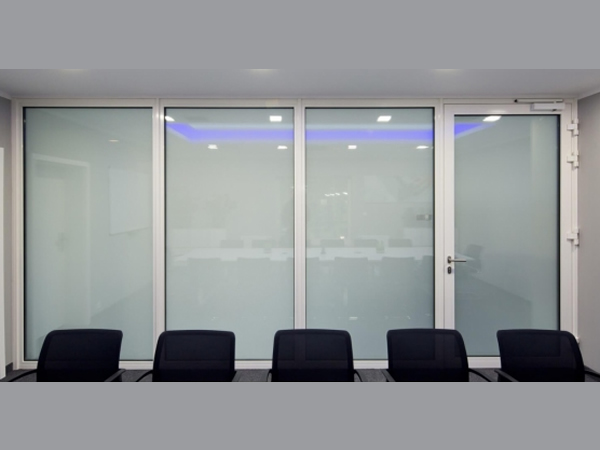Comfort and security in office space with priva lite - Priva lite glass saint gobain ...