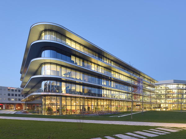 Guardian Glass Project: Cedar ING Offices | glassonweb.com
