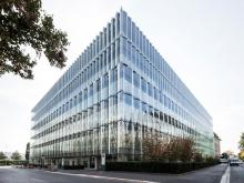 Swiss Re Next – undulating glass facade on Lake Zurich