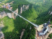 Winner in the Resilience category was He'nan Fuxin Glass with its spectacular Zhangjiajie Glass Bridge project in China.