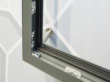 The new, symmetrical Roto security strikers for RC-2 compatible Turn-Only and Tilt&Turn windows comprising aluminium profiles with Euro-groove are only clamped with a piercing screw at first.