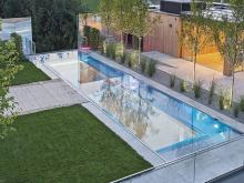 The infinity pool was built into the roof of the showrooms of the pool specialist Polytherm.  Photo: Polytherm GmbH