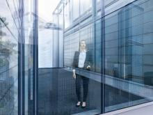 "Security, building stability, transparency: the new insulation glass ""sedak isosecure"" achieves the highest bullet-resistance class BR7 and optimal insulation values combined with high transparency – up to a maximum size of 3.5 x 20 meters."