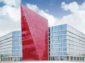 The red crystal structure at the centre deploys SEFAR® Architecture VISION fabric AL 260/55 printed, which gives glass a textile-like structural quality.