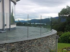How to choose fittings for your glass balustrade