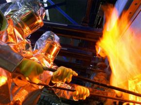 Traveling into a 1,200-degree melt to learn how glass is made