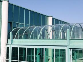Cold bending makes it possible to place curvatures on glass immediately before installation. (Photo credit: Lisec Austria GmbH)Lisec Austria GmbH