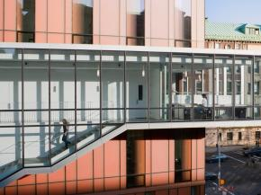 Diana Center at Barnard College features STARPHIRE ULTRA-CLEAR glass by PPG