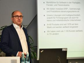 Dr. Klaus Mühlhans on 'Lot size 1 in the glass industry'