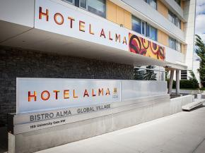 Using Decorative Glass as Part of a Hotel's Branding Strategy