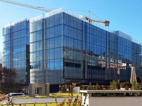 In the new Amazon's headquarters in Milan, more than 10,000 square metres of ISOLAR SOLARLUX® solar control glass more than 1,100 glass fins were used.