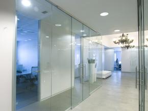 Interior glass walls: the true strength of VetroIN