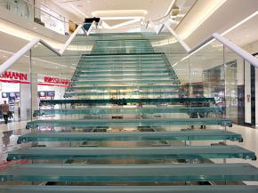 Visually more freedom due to a glass staircase