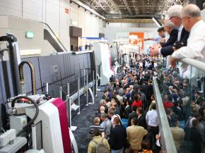 The new machine design was presented to the public for the first time at the glasstec 2016. The presentations of the TPA-line were a magnet for visitors.
