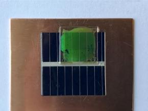 "The ""nanopatterned"" panel appears green independent of the angle at which it's viewed."