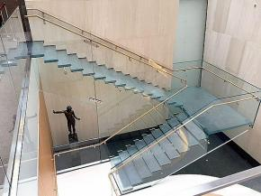 The new, all-glass staircase at the recently renovated Onassis Cultural Center museum is a feat of engineering excellence.