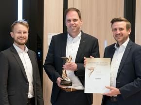 (From left to right)Hendrik Köster, Joachim Gau and Alexander Hertel in receiving the Gold Architects' Darling® Award 2017.