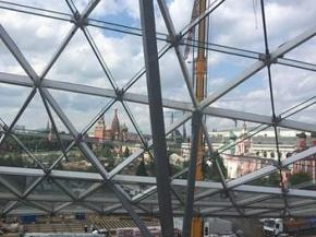 Glass beams installed at Zaryadye park