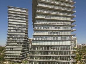 Solarban 72 Starphire Glass by Vitro Glass featured on award-winning residential high-rise