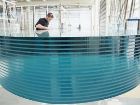 "Eighteen single glass panes, one exhibit, the highest level of transparency, and perfect workmanship: sedak presents lamination art of superlatives at the special show ""glass technology live"". Photo: sedak GmbH & Co. KG"