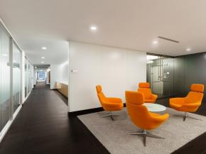 Vitro Glass, Walker Glass products create metallized look for walls at AECOM