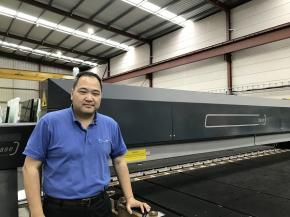 Watson Glass, with headquarters in Yennora, a suburb of Sydney, is in the hands of Managing Director Chris Tao.