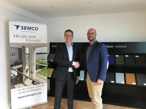 A+W CEO Peter Dixen and Semco CIO Michel Schüller signing the agreement