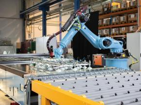 RHH – Robot handling system for tempering bed loading and unloading (Image credit: LiSEC Austria GmbH)