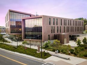 The John W. Olver Design Building at the University of Massachusetts features large expanses of Solarban® 70 glass on its north elevation and smaller insulating glass units fabricated with Solarban® 60 glass on the south-facing façade.