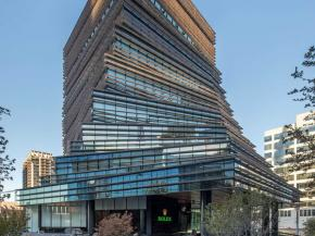 Solarban® 67 Optigray® glass helps new Rolex Tower harmonize with nature