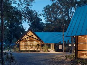 SOLARBAN® 70 glass melds new Marine Education Center into forested landscape