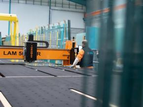 TVITEC acquires a new TUROMAS cutting line for laminated and safety glass