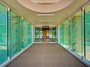 For vibrant color - or no color at all - Starphire® glass has no equal