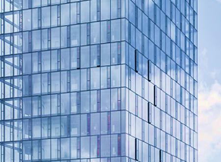 Modern glass façades: air conditioning and energy production included