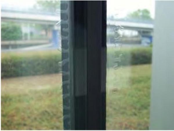 Defect in IGU with laminated glass pane