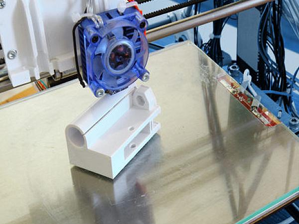 The Benefits of 3D Printing on a Glass Surface