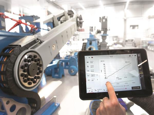 In modern factories employees can perform their tasks from almost any place: in addition to stationary control panels machine applications are available on mobile devices.