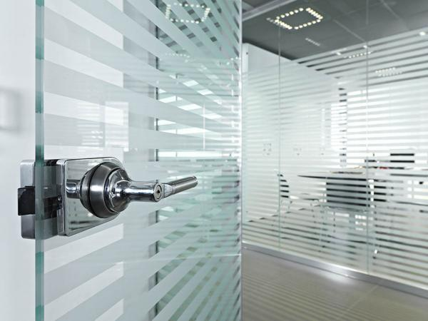 Customizable glass doors: many solutions and customized decorations proposed to you architects.