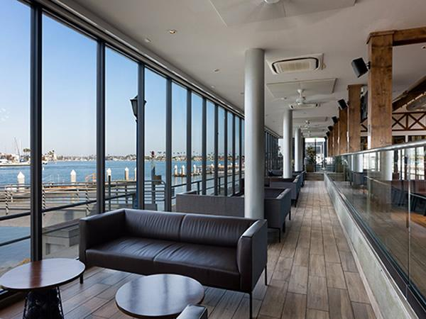 CRL-U.S. Aluminum Glazing Systems Help Enhance Oceanfront Views of Expansive Brewpub