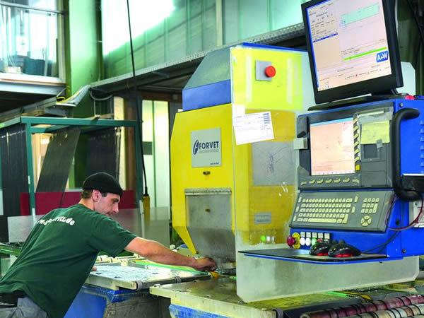 The intelligent production network brings the CNC machinery to maximum performance.