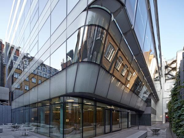 Arup developed curved, glazed units with ceramic frit and solar coatings for the corners of the building to reduce solar gains.