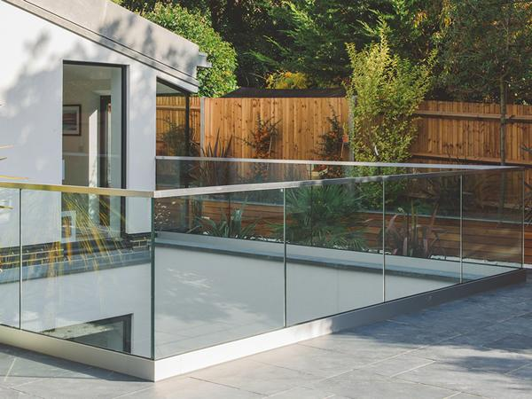 Q-railing: Contemporary Glass Features