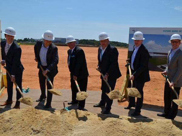 A time capsule was solemnly built into the foundation of the new plant of the Valmiera Glass USA Corp.
