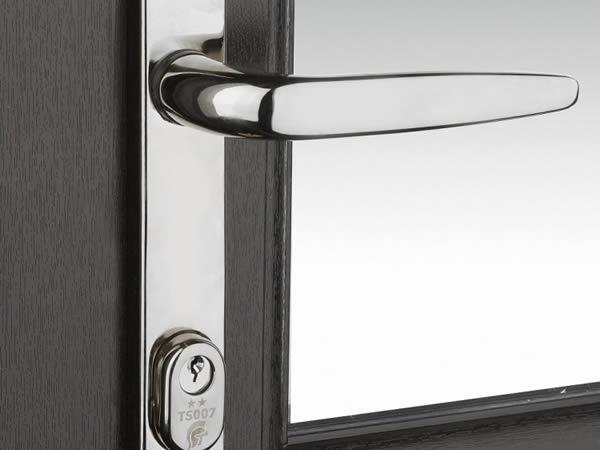 Trojan's TS007 2 star High Security Door Handle delivers a 5 star solution