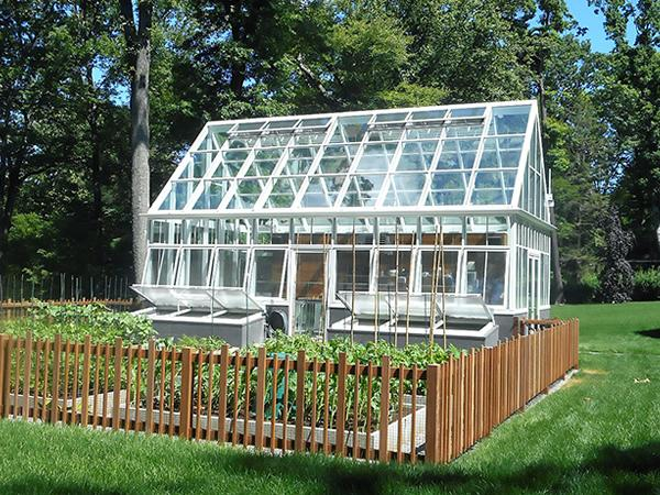 Achieving victorian style in a modern greenhouse for Greenhouse styles