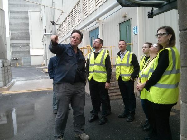 DEFRA visit with British Glass and Guardian gives greater understanding of sector air quality work