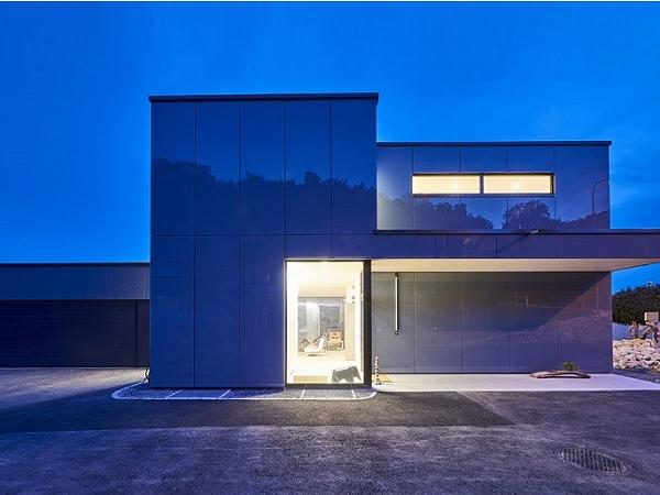 As the weather and light changes, so do the reflections on the glass façade of the detached house. The