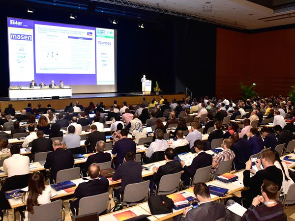 Smart Renewable Energy, Drones and Digitalization – the hot topics at the Intersolar Europe Conference 2017