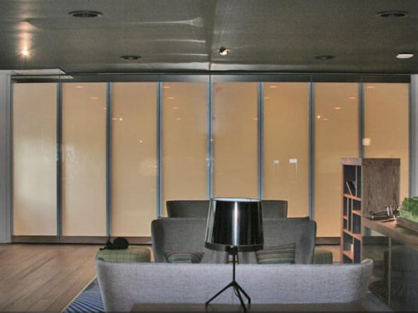 Switchable Glass Bi-Fold Doors | glassonweb.com